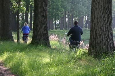 Meditativ Radfahren am Kanal
